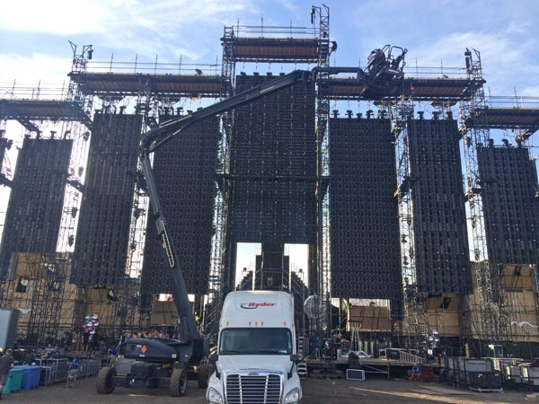 EDC-Las-Vegas-2014-main-stage-build-up