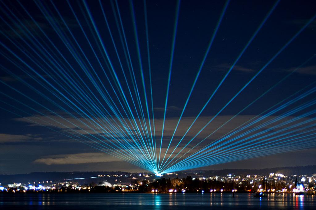 Laserstrahlen ber dem bodensee - Outdoor laser light show ...